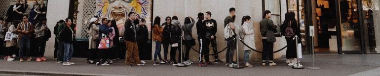 line at a store - melanie-pongratz-694890-unsplash